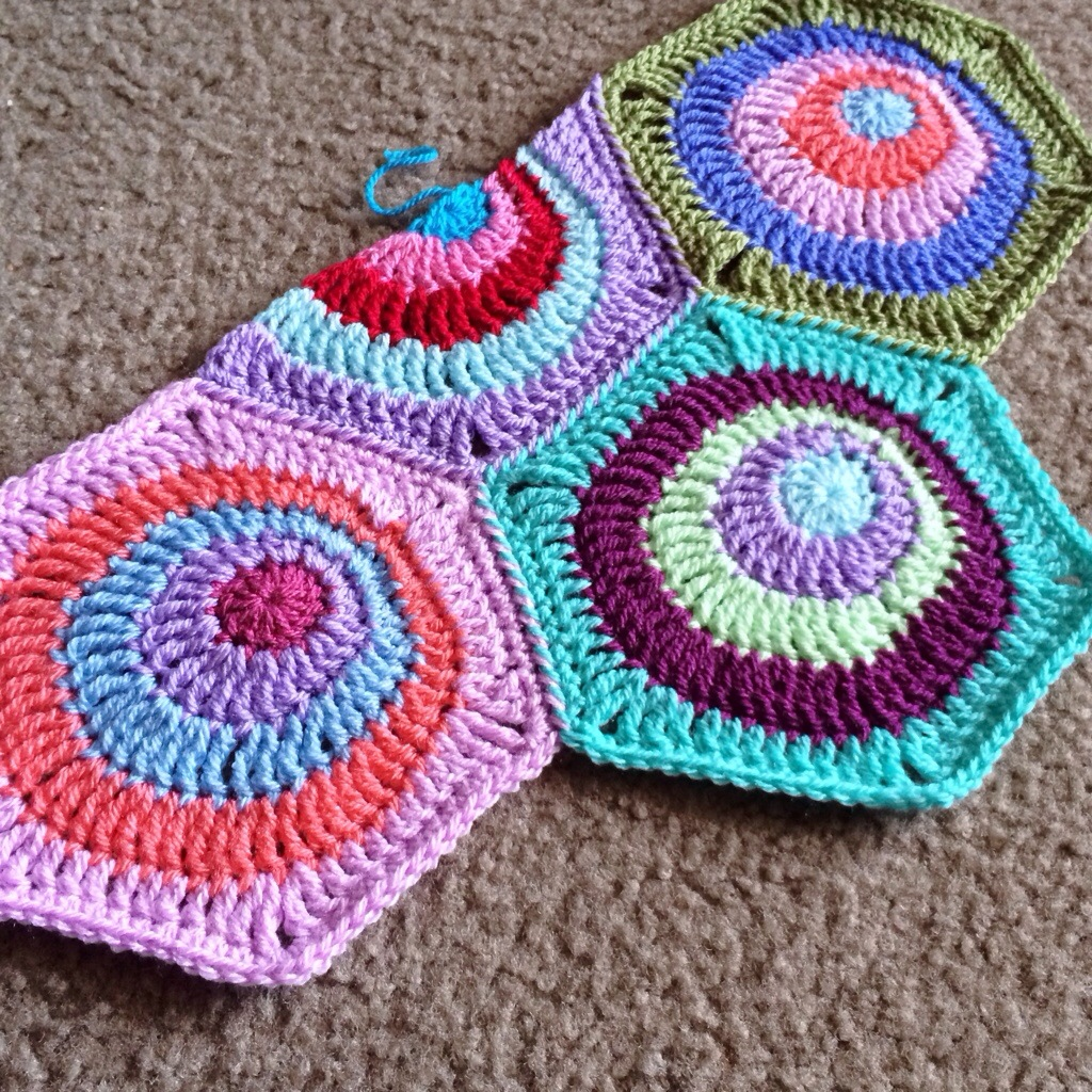 Offset Circles Blanket – Pattern available! – BabyLove Brand